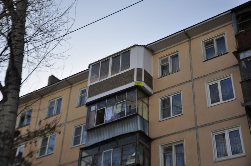 Балкон с выносом по плите.