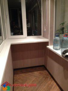 Отделка балкона фактурными панелями