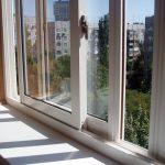 Раздвижное остекление балконов с выносом